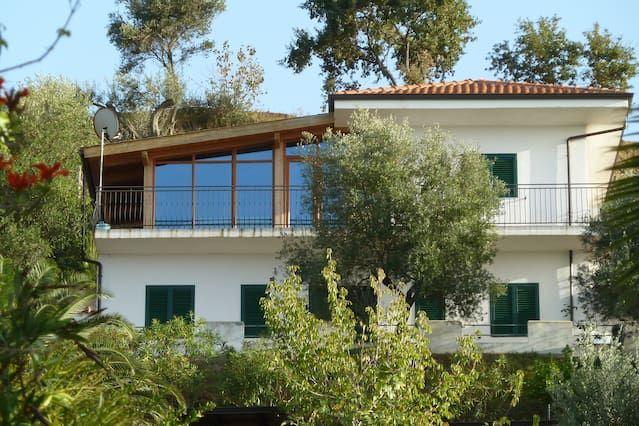 Cocomerara es una villa aislada en una zona tranquila con vistas espectaculares