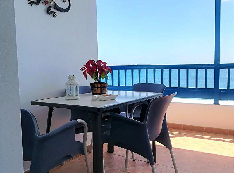 Apto. El Faro primera linea de mar con balcón