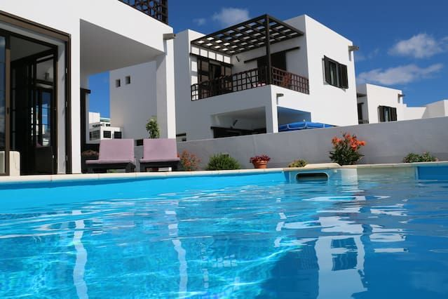 Amazing villa with pool and seaview