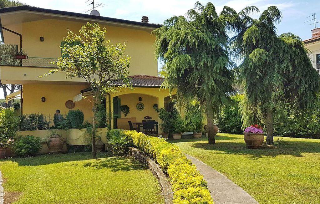 Casa con jardín en Forte dei marmi