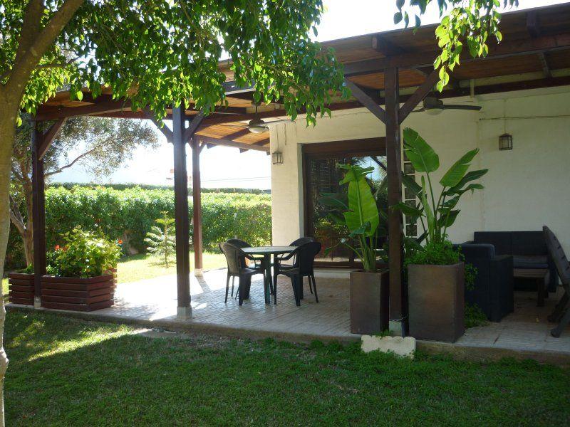 Comfy Villa by the beach w. huge terrace