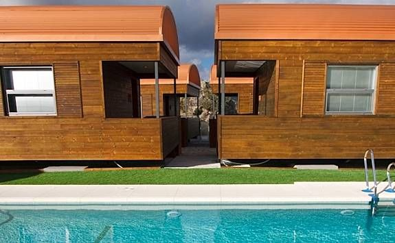 Provista vivienda con piscina