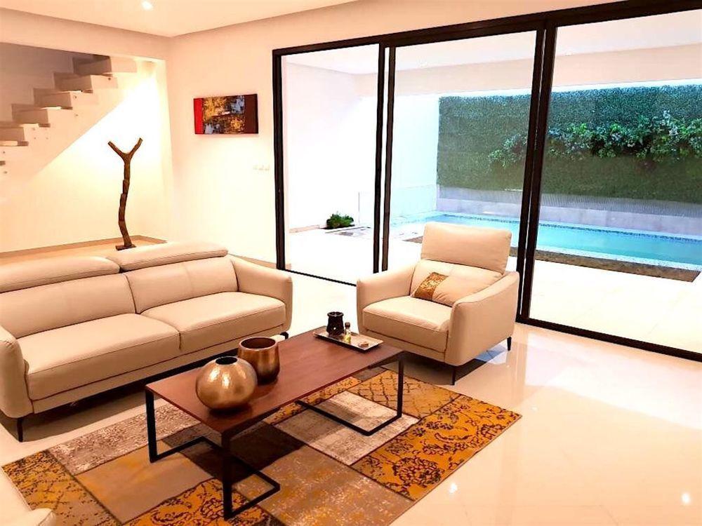 Alojamiento con piscina en Riviéra 4