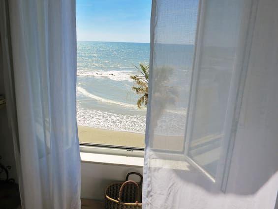Vista frontal al mar 360 °, en la playa, llena Confort y estilo en las afueras de Roma