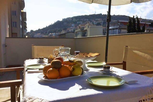 Apartamento panorámico en Pietra ligure
