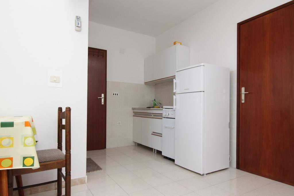 Two bedroom apartment near beach Metajna, Pag (A-6486-b)