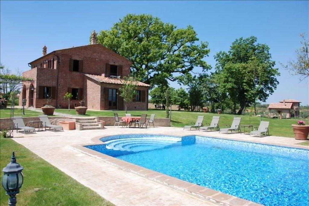 Alojamiento de 6 habitaciones en Petrignano del lago