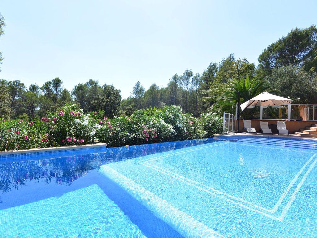 Residencia con jardín de 350 m²