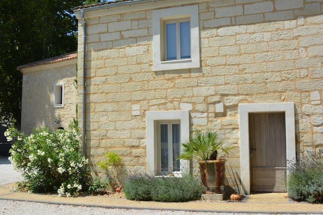 Avignon zona residencial, casa típica propiedad recientemente renovada.