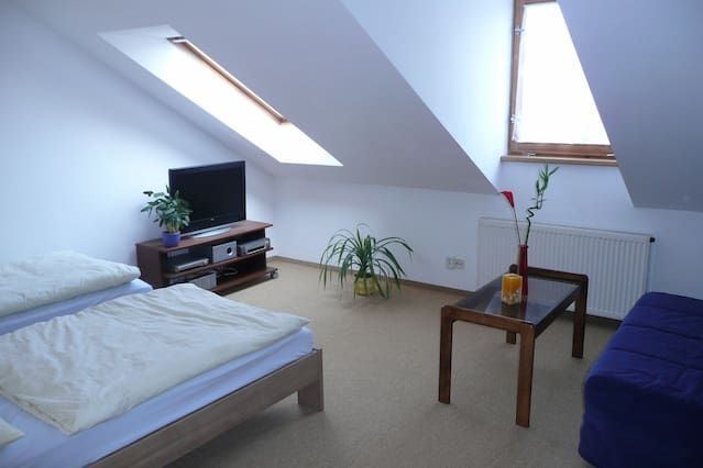 attic studio Vrsovice, parking free