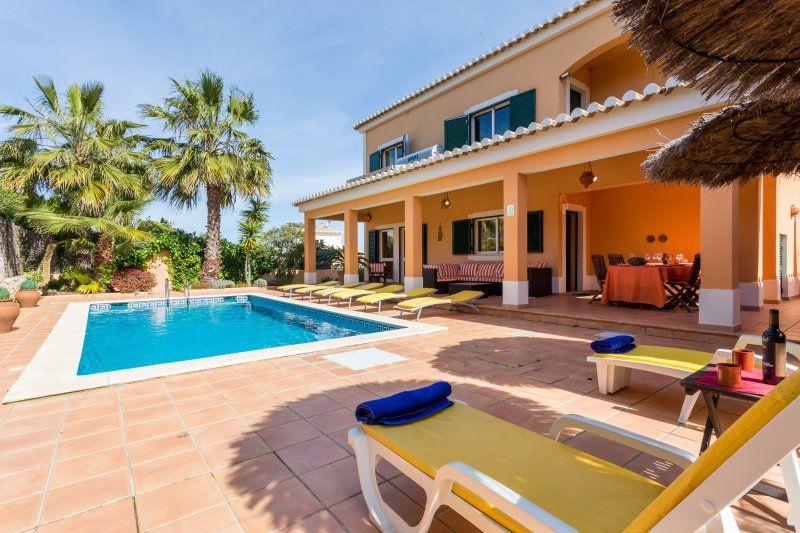 Rent  Abilio´s Charming Villa near Alvor 8 people