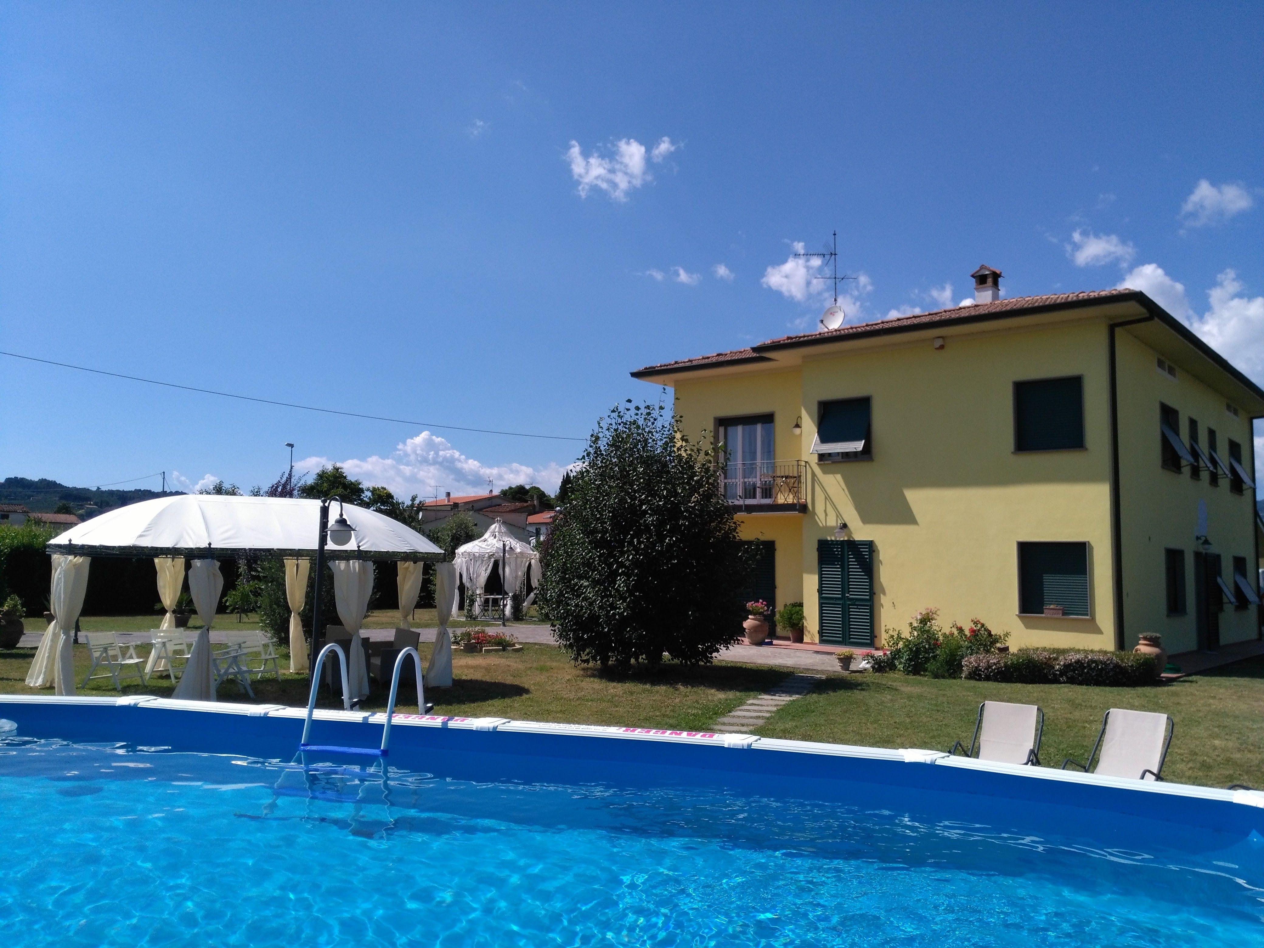Residencia equipada con piscina