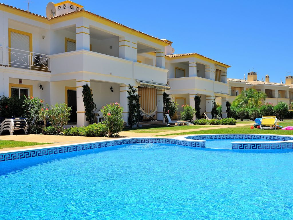 Practical flat with swimming pool