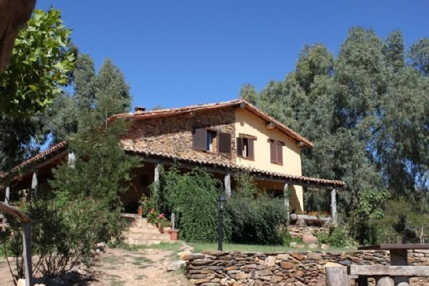Apartamento en Cañamero con jardín
