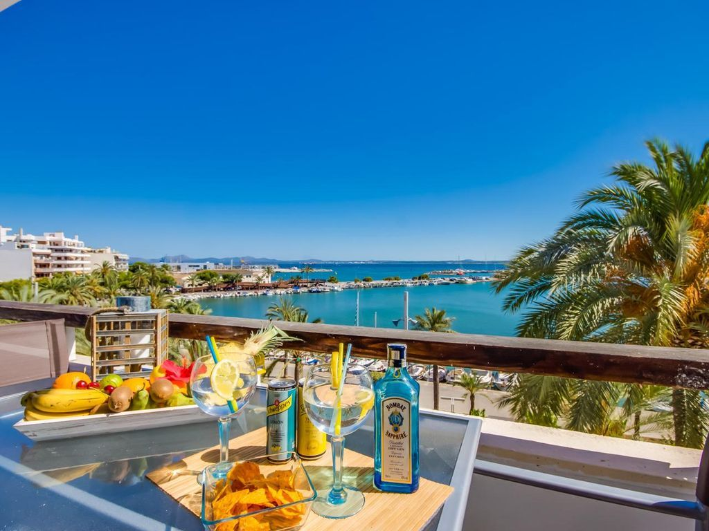 Holiday rental with balcony and 2 rooms