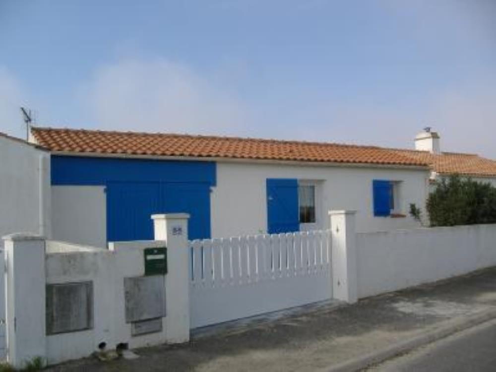 Casa provista con parking incluído