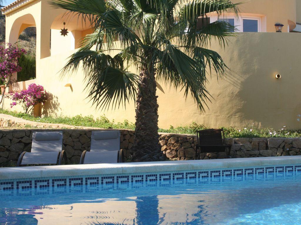 Alojamiento con piscina de 165 m²