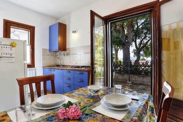 Apartamentos con jardín y vistas al mar