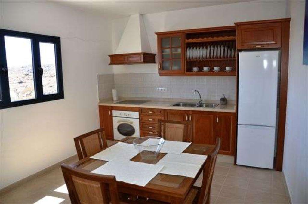 Villa ORZALINA en Orzola para 6 personas con terraza, jardín, vistas al mar, vistas de los volcanes, WIFI y menos de 100 metros hasta el mar