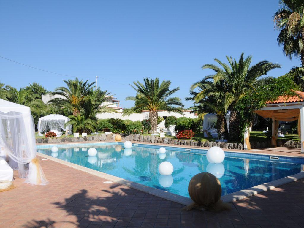 Práctica residencia con piscina
