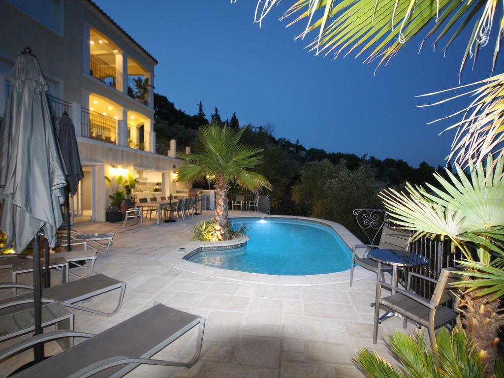 Residencia provista de 160 m²