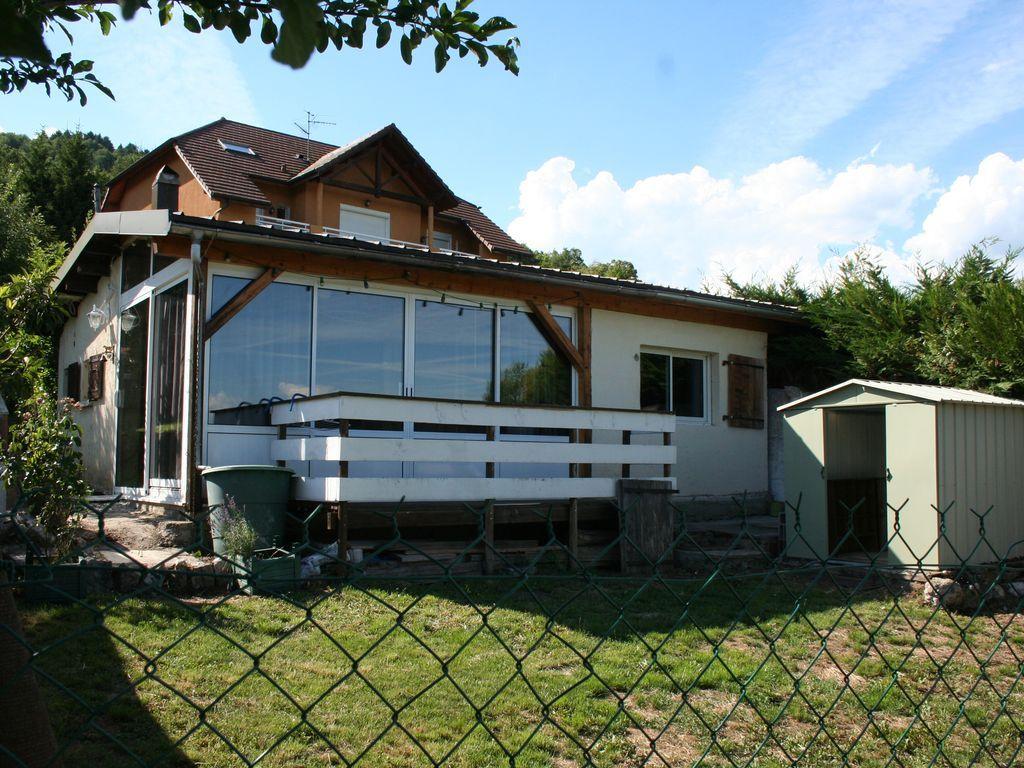 Casa en Divonne les bains con jardín