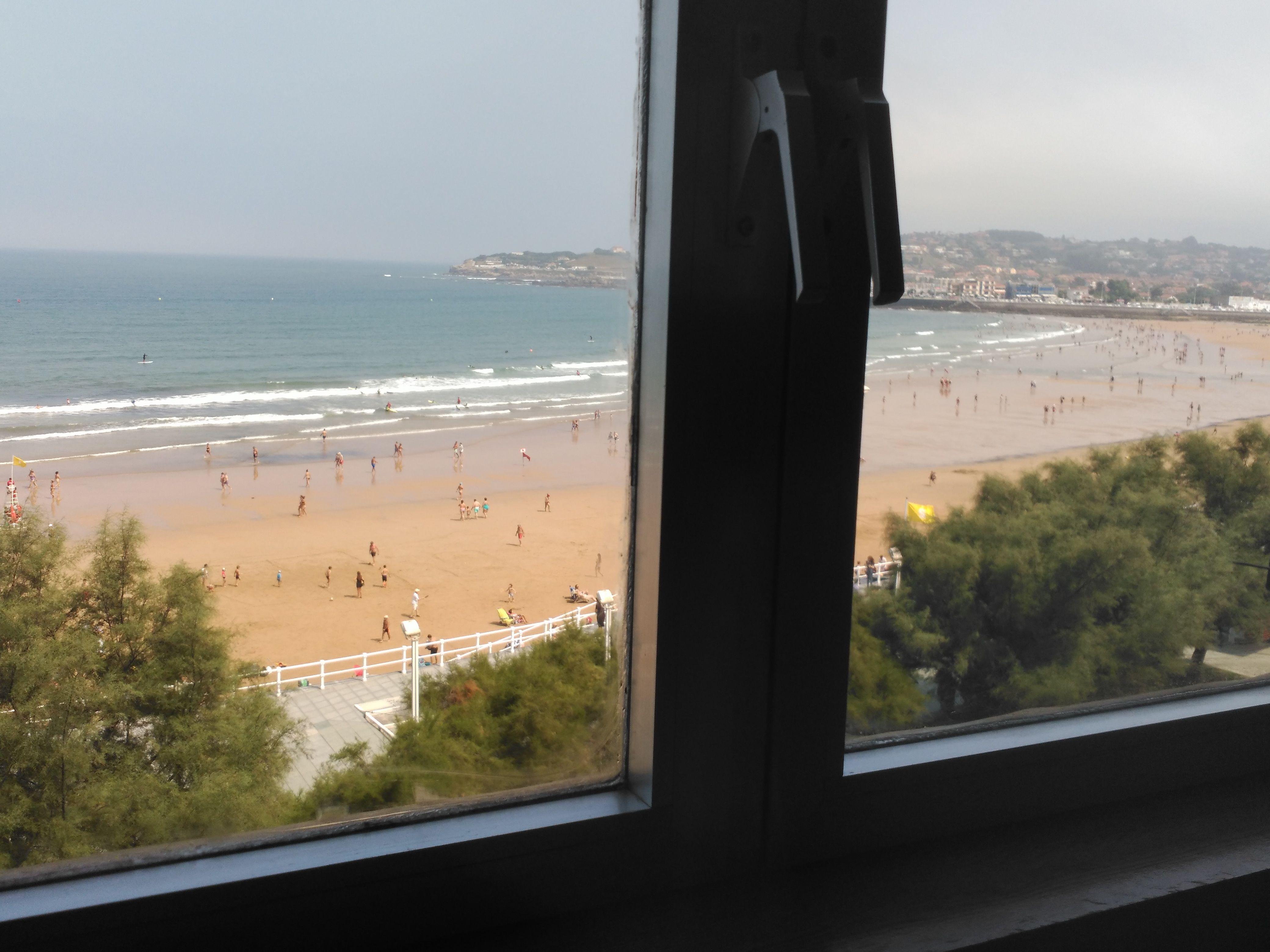 Piso vacacional con encanto en Gijón con TV y Sábanas y toallas