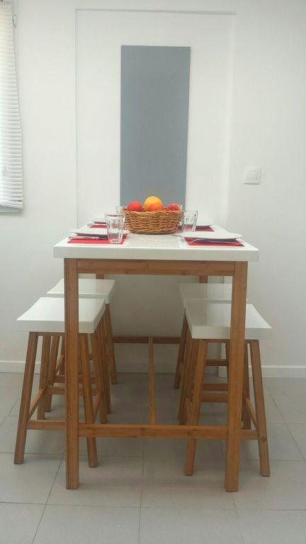 Pequeña casa reformada de 27 m2 + 25 m2 de jardín + parking