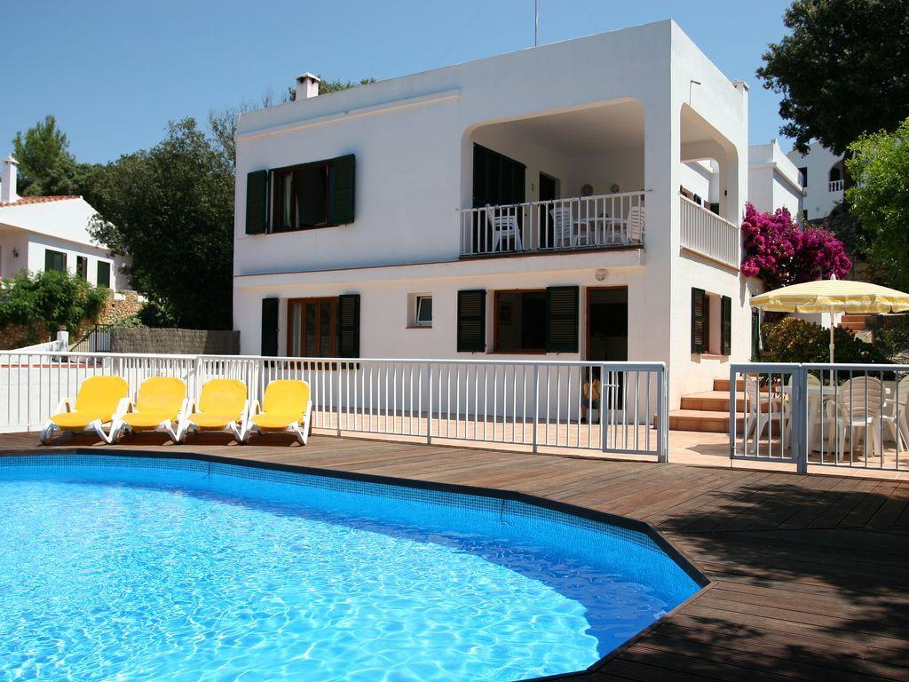 Residencia con piscina en Cala galdana