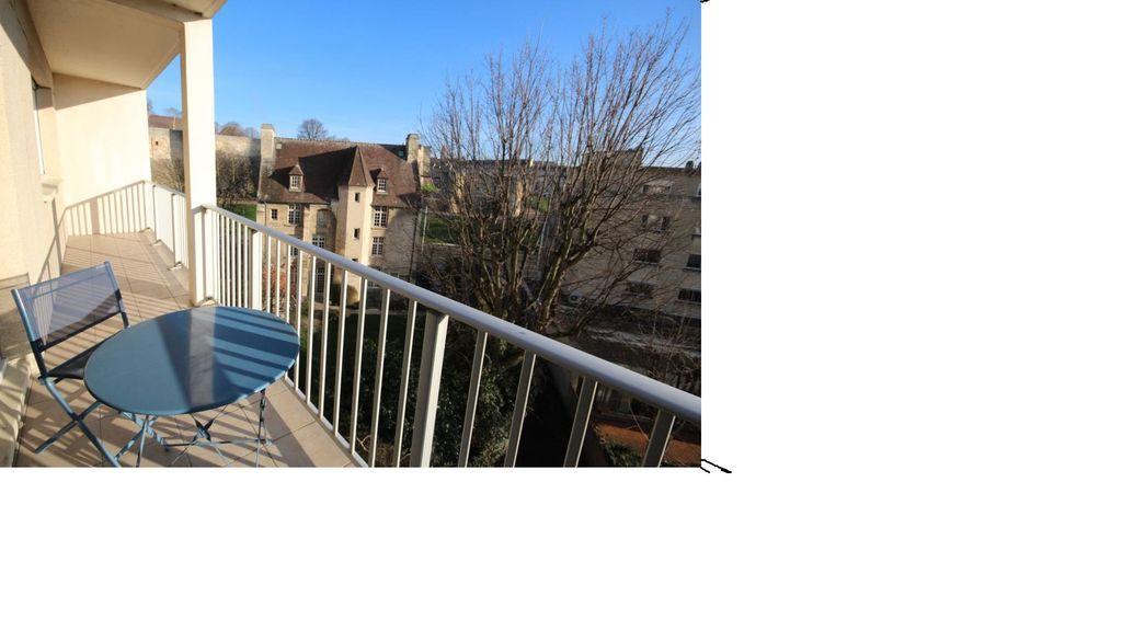 Piso con balcón en Caen