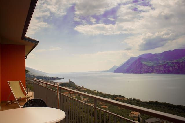 Stunning view of the lake ! New2013