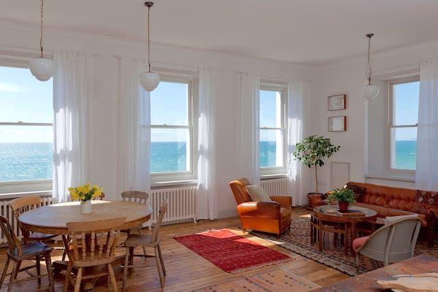 Hermoso, amplio, dos dormitorios en primera línea de mar