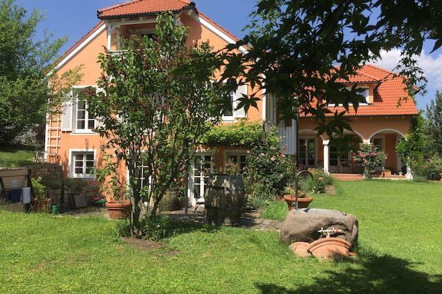 Popular piso con jardín