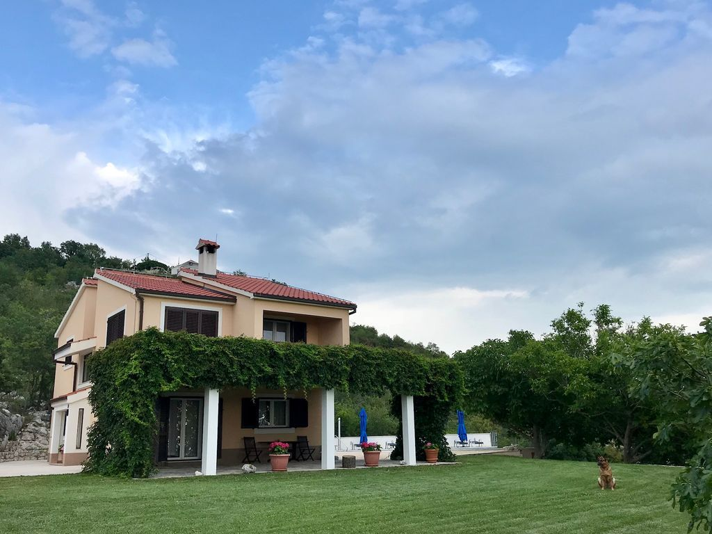 Familiar casa en Zrnovnica
