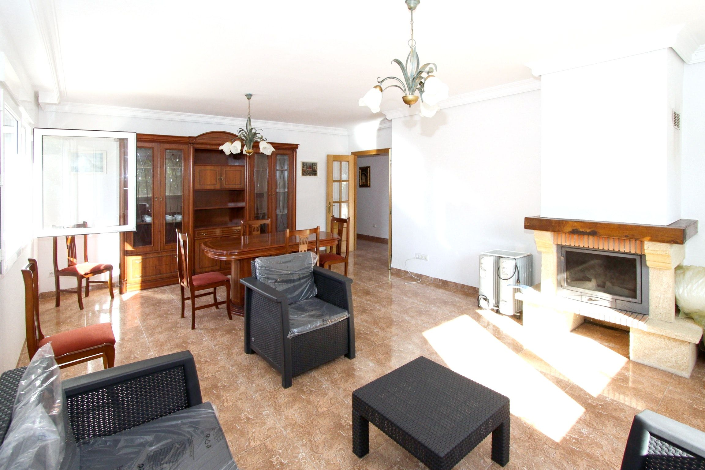 Traditional 3-bedroom villa near Castellón with a furnished terrace - close to the beach!