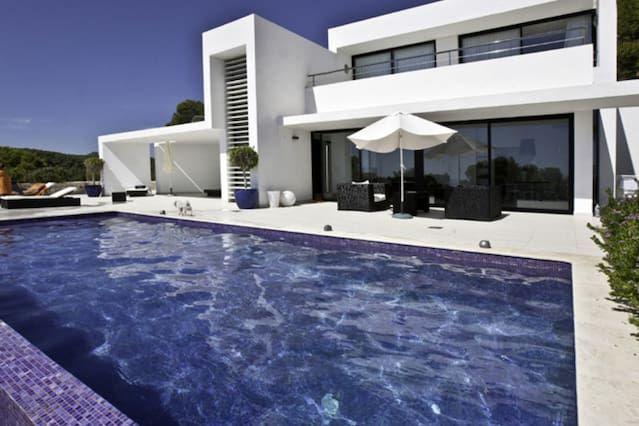 Villa with pool,terrace Santa