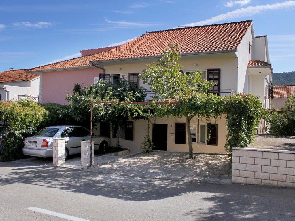 One bedroom apartment with terrace Stari Grad, Hvar (A-5724-e)