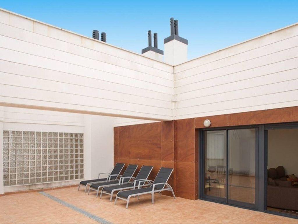 Alojamiento para 5 huéspedes con balcón