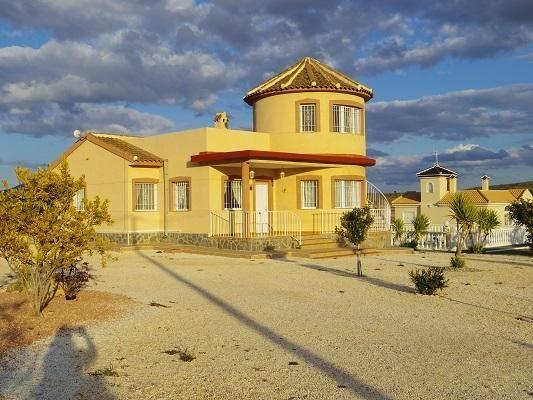Pinoso holiday villa with pool
