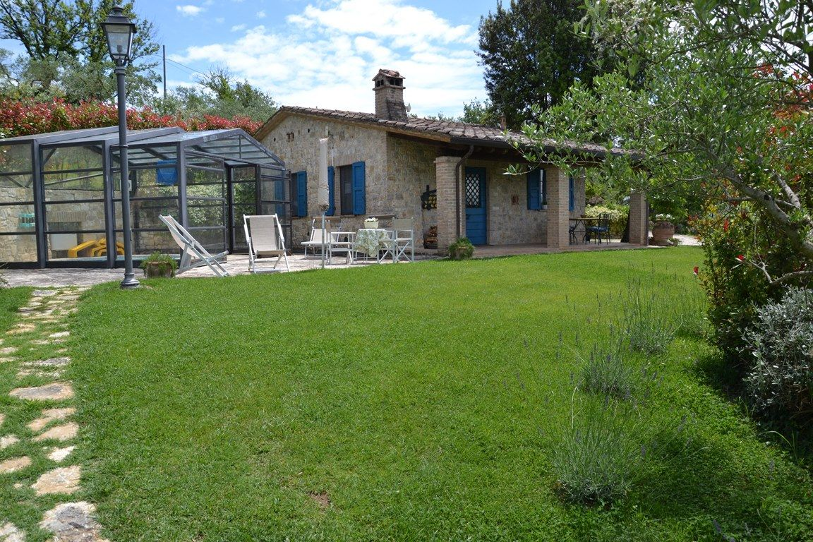 Casale Fiorina 3 Independiente Villa 2 dormitorios y piscina en Umbría cerca de Todi