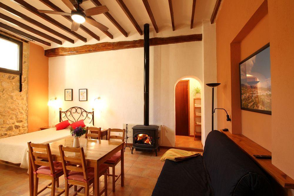 Ferienunterkunft mit 4 Zimmern in Benimantell