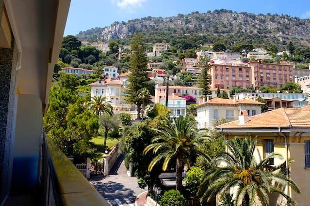 Alojamiento con balcón en Beaulieu-sur-mer