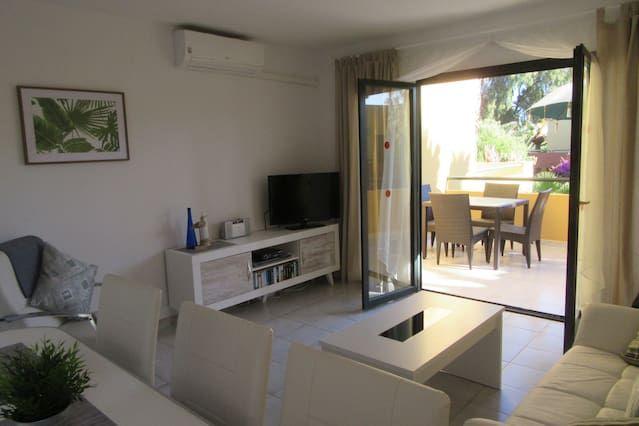 Logement à 2 chambres avec balcon