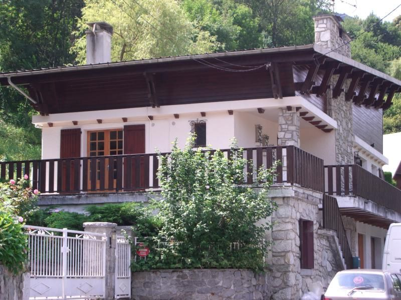 Milieu Terre ,Self Contained First Floor Apartment