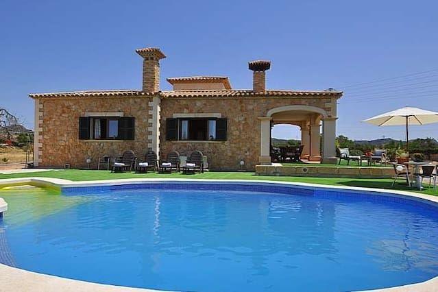 Hermosa villa con aire acondicionado, 5 habitaciones, 12 personas, piscina privada, WIFI