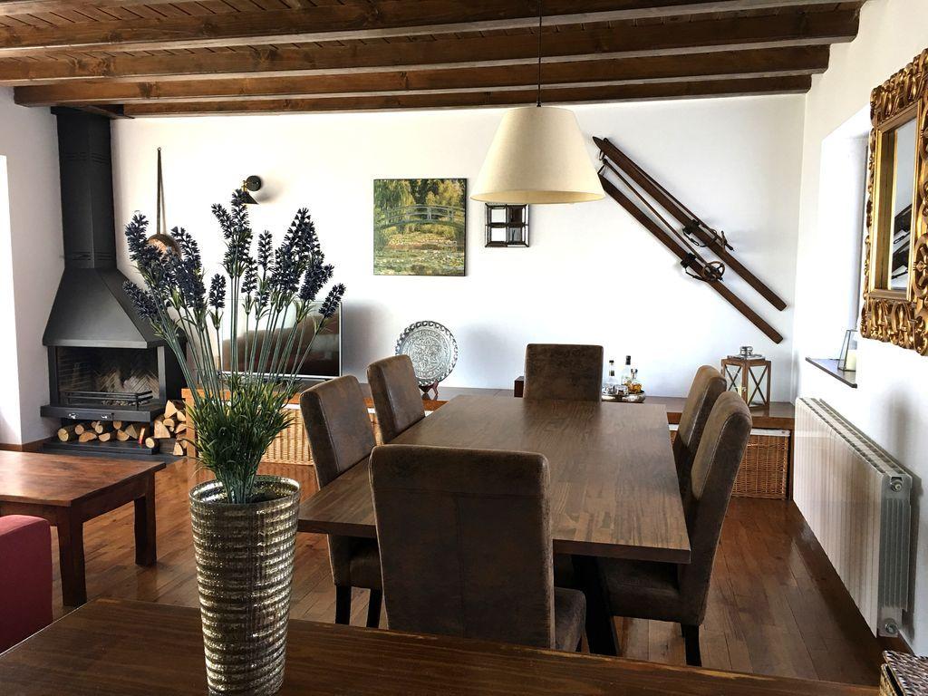 Panorámica casa en Bellver de cerdaña, lerida, españa