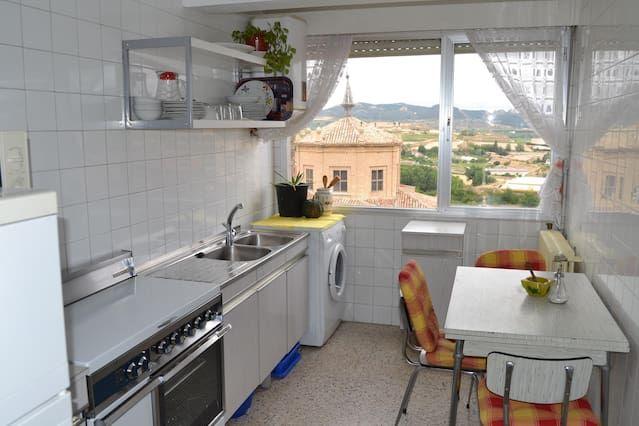 piso centrico con amplia terraza y vistas
