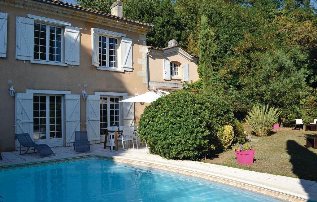 Residencia de 130 m² con piscina