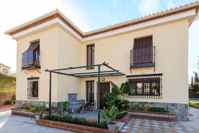 Vivienda en Granada con jardín