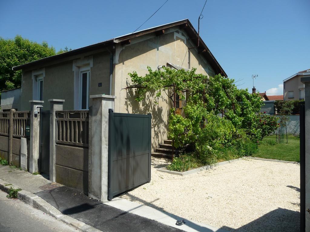 Vivienda en Villeurbanne con jardín